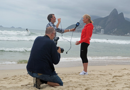 Marcela im Interview am Strand von Ipanema