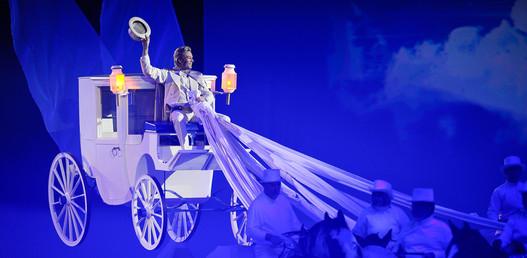 … und Pater Marvey begeistert mit seiner schwebenden Kutsche